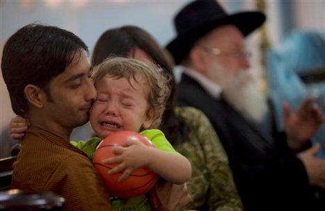 """Kleine Moshe huilend om zijn """"mammie"""""""